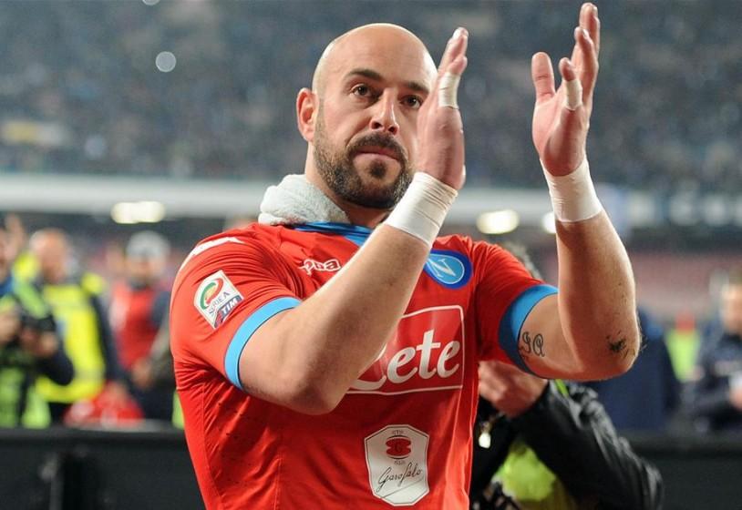 Reina dichiara il suo amore per Napoli e lancia Milik: