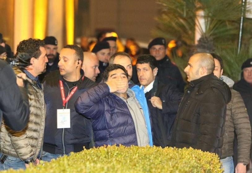Siani: «Maradona ripeterà lo spettacolo al San Paolo, prezzi popolari»