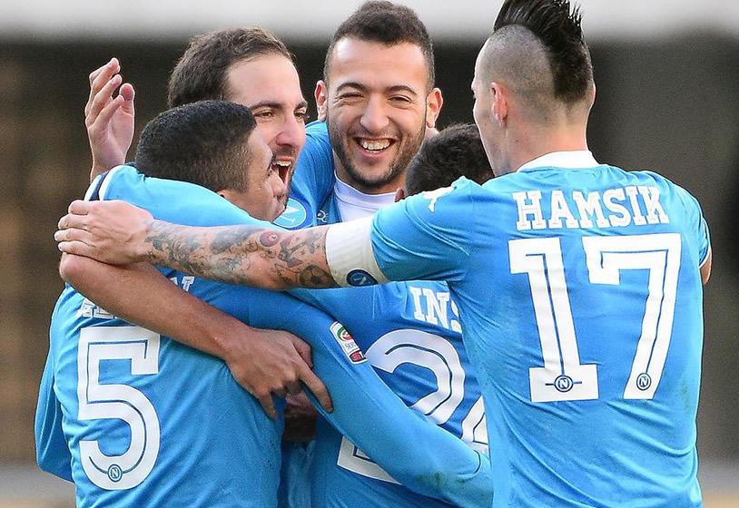 Verona-Napoli 0-2: Insigne-Higuain, Sarri per ora balza in vetta